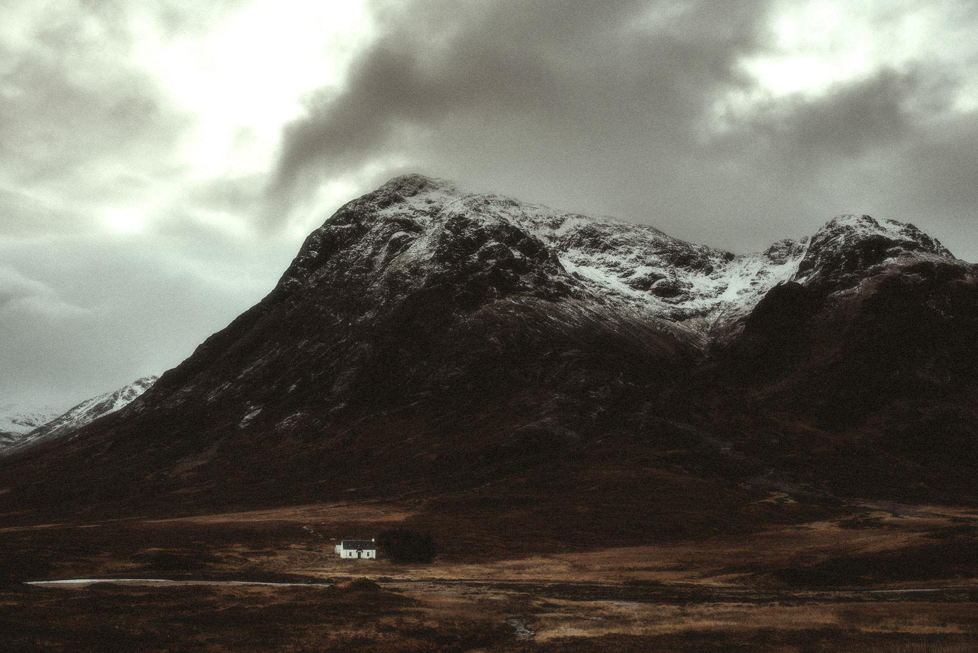 A cottage near the mountains in Glencoe