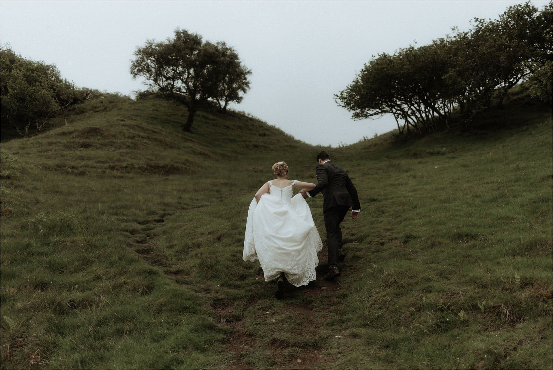 elope in scotland couple on skye