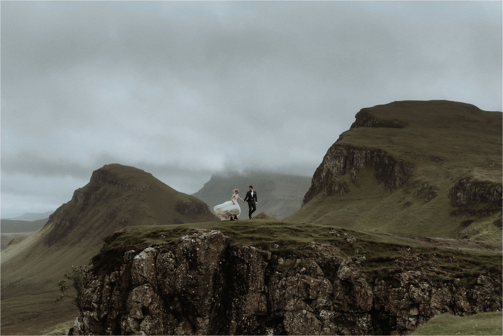 elope to skye couple at the quiraing