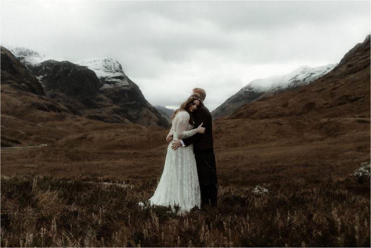 elope in scotland couple in glencoe