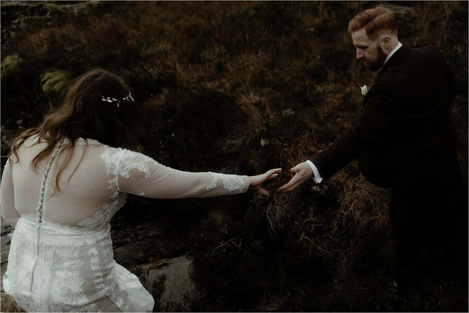 bride and groom walking in glncoe
