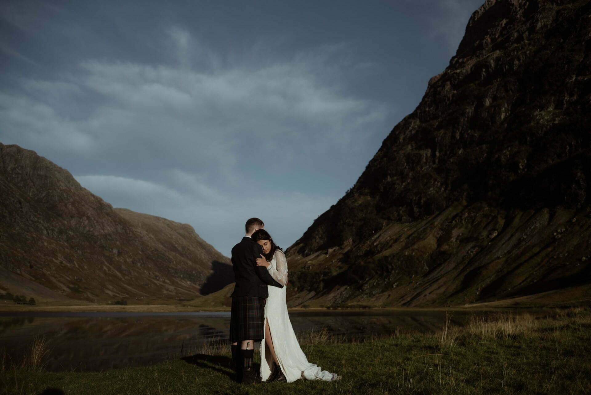 bride and groom in scottish mountains